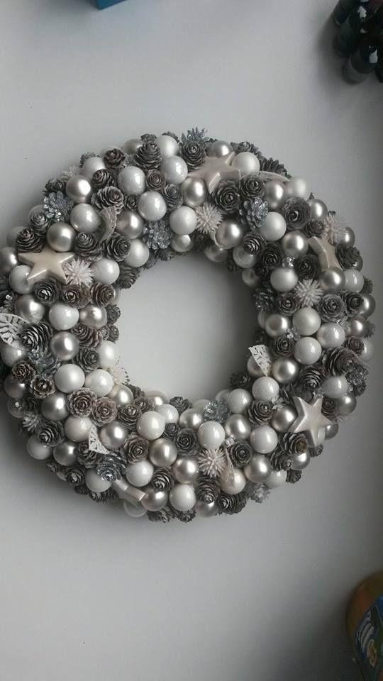 kerstkrans in zilverkleuren