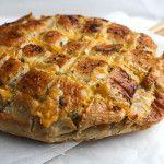 Brood met kaas en kruidenboter uit de oven - Vertruffelijk
