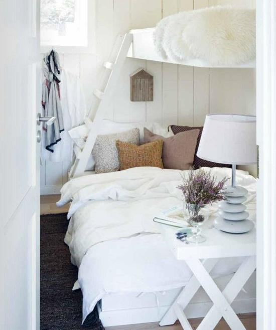 Tips på säng i lillstugan