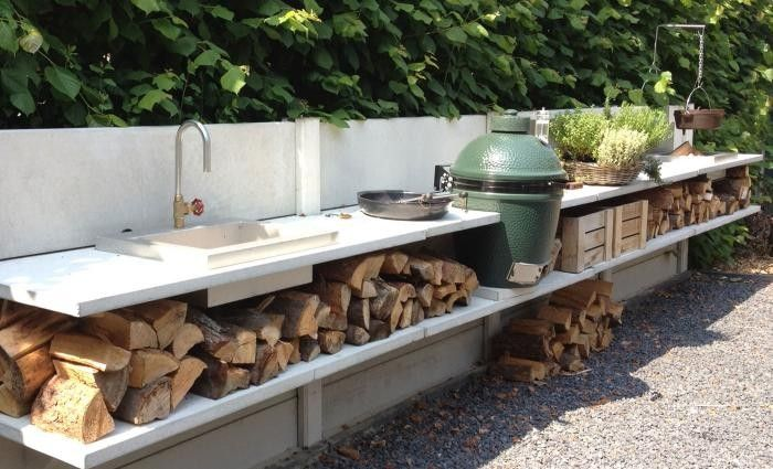 Outdoor kitchen idea with a Big Green Egg (a modern version of a Japanese kamado cooker)