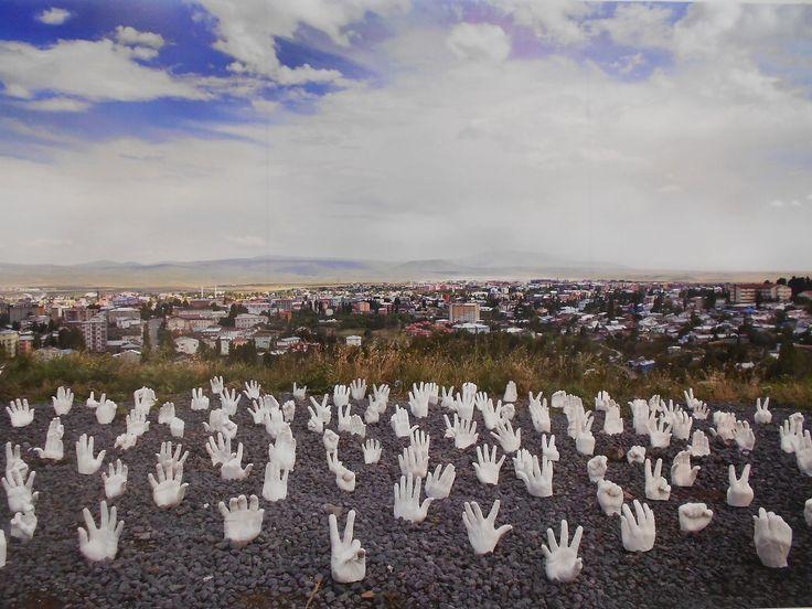 13. İstanbul Bienali'nden - Halil Altındere, Harikalar Diyarı