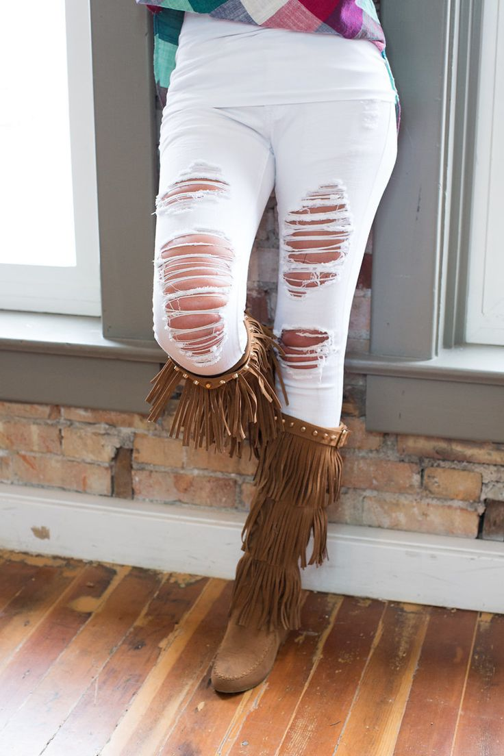 Modern vintage boutique reviews - Chillin White Distressed Jeans