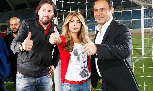 NAWAL EL ZOGHBI Y ASSI EL HELANI MUESTRAN SU APOYO A LA SELECCION NACIONAL DE FUTBOL #Futbol #Soccer #Libano #NawalElZoghbi #AssiElHelani #Video #Entretenimiento #Arabe #Musica