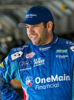 Elliott Sadler taking sponsor to JR Motorsports in 2016