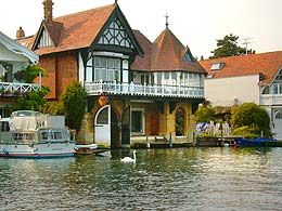 Took a day trip to Oxfordshire last summer. Next time I want to stay here - sleeps 6. Anybody?