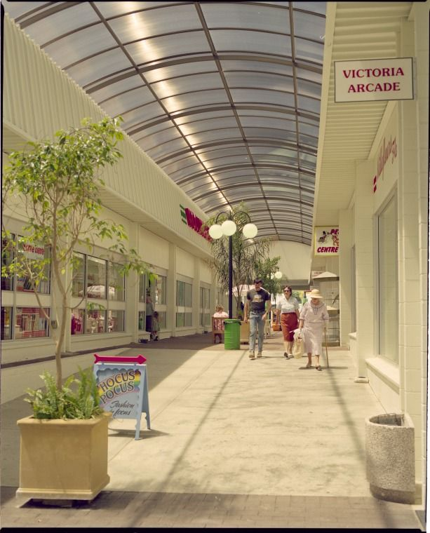 336076PD: Heart of the Park Shopping Centre, 366 Albany Highway, Victoria Park, 9 November 1989 https://encore.slwa.wa.gov.au/iii/encore/record/C__Rb4642724