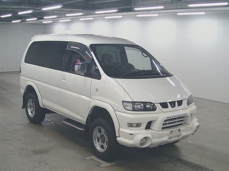 Mitsubishi delica chamonix 2001. Petrol v6, like the wheel arches