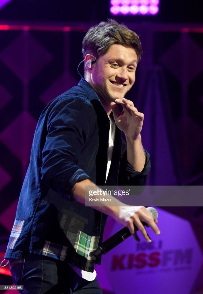 Niall Horan Performs Onstage At 106 1 Kiss Fm S Jingle Ball 2017