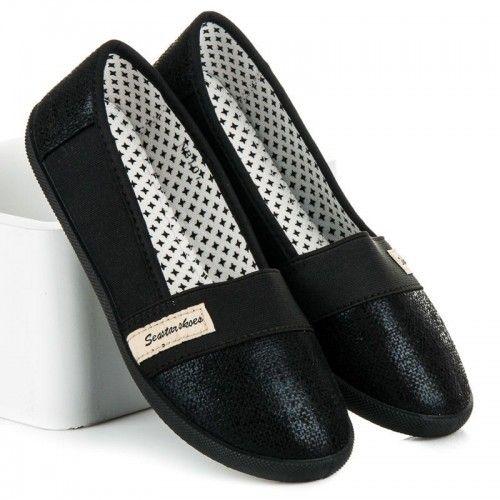 Dámské baleríny Seastar Somret černé – černá Baleríny ve sportovním střihu jsou vyrobeny z pohodlného textilu. Špička a zápatí balerín je vyrobeno v lesklém provedení. Na svršku se nachází nášivka značky Seastar. Určitě je využijete …