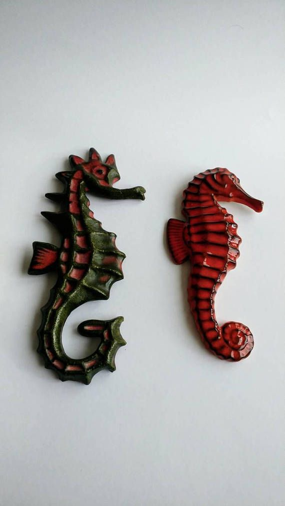 Bekijk dit items in mijn Etsy shop https://www.etsy.com/nl/listing/575733264/two-vintage-sea-horse-wall-ornaments