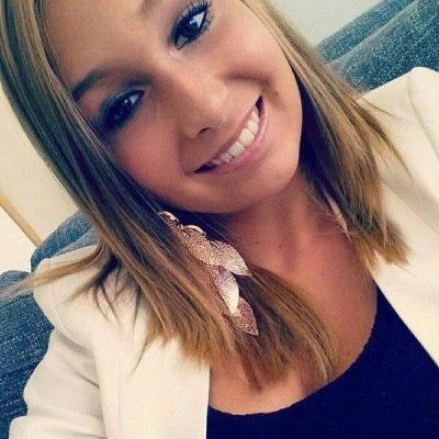 """""""We hebben nog altijd geen teken van leven gehoord Van Laura"""", zegt Deborah Degreef uit Blankenberge, de levensgezellin van Kurt Vanoverberghe, de papa van het verdwenen meisje."""