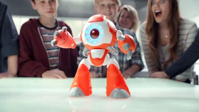 BRINQUEDO ESPIÃO - A tecnologia está cada vez mais presente no cotidiano das pessoas, incluindo das crianças. Os brinquedos já não são mais como os de antigamente, e as empresas investem pesado na conectividade deles.