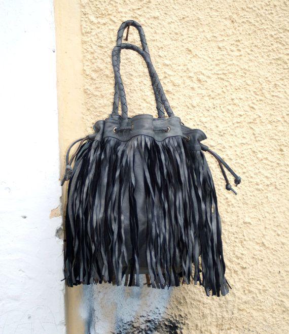 Leather Fringed Hobo Bag Bucket Double Top Handle di BeHappieWorld