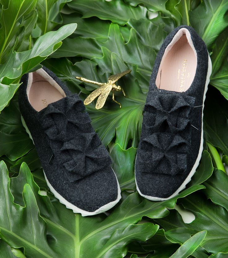 The Ice Flower sneakers are handmade in burel, a 100% wool fabric and, due to its manufacturing process, it´s naturally waterproofed. A cozy winter waits for you! #JosefinasPortugal