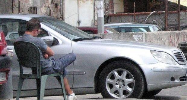 Napoli, task-force contro i #ParcheggiatoriAbusivi - Multati anche gli automobilisti