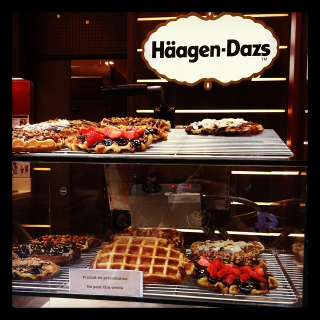 #Brussels Bucketlist...Ever has a #Belgium Waffle in Belgium? We have. It's fabulous! Especially the Häagen-Dazs® selection.
