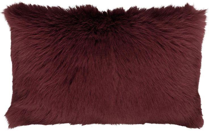 Pillow goat fur wijrood - dankzij het geitenhaar extra zacht en ontzettend knus - Goossens wonen & slapen