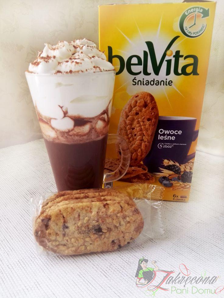 Chwila przyjemności dla mnie <3  Gorąca czekolada z bitą śmietana plus pyszne zbożowe ciasteczka belvita o smaku owoców leśnych ,to mój plan na zakończenie dnia . #żona #zakreconapanidomu #dlaMistrzówPoranka #belvita #streetcom #ciastka #pożywne #zboża #czekolada #relaks