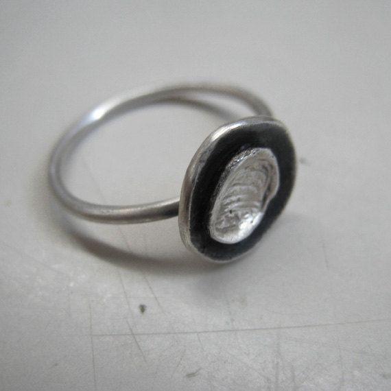 Minimal flower ring in sterling silver. Handmade by applenamedD