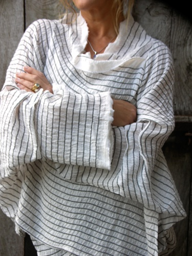 Gorgeous blouse | Terry Macey: Linens Blouses, Terry Macey, Tops Patterns, Fashion Style, Gorgeous Blouses, Scarfs Shirts, Black Stripes, Linens Shirts, Tokyo Tops