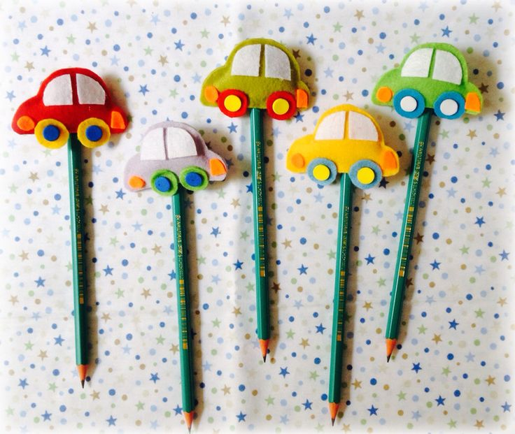Ponteira de lápis e caneta em feltro carrinhos
