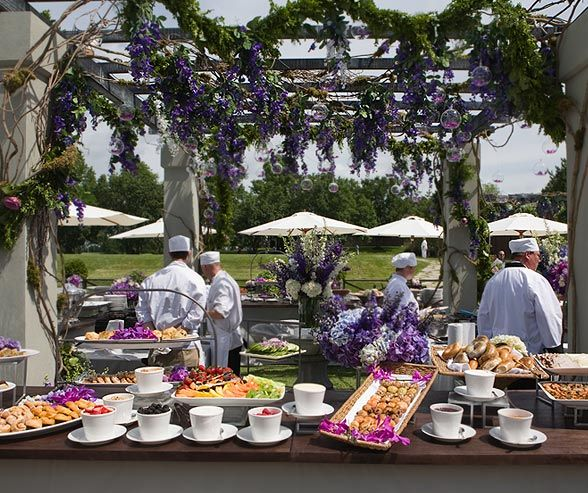 If serving your wedding guests a buffet seems unappetizing and a sit-down meal seems too expensive, then welcome to the hottest trend in catering: food stations.