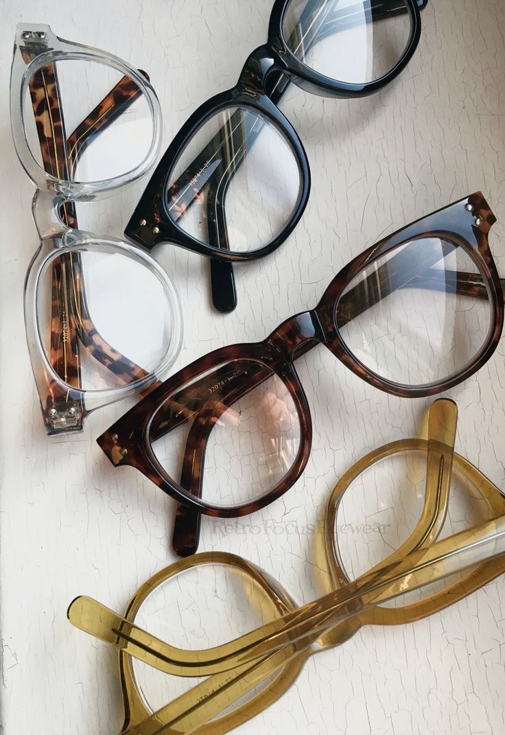 Fun and chunky reading glasses. A large hornrim unisex eyeglass frame that'll make ya smile. Available in crystal, crystal yellow, tortoise and black. https://www.retrofocuseyewear.com/products/hipster/chunky-fun-readers