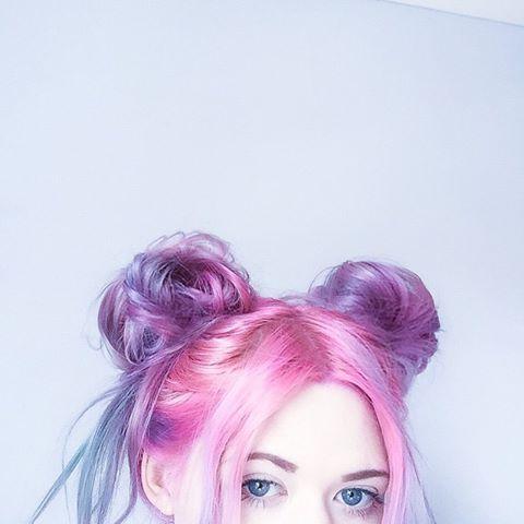 cabelo rosa e lilás em tons pastéis. Uma graça! <3