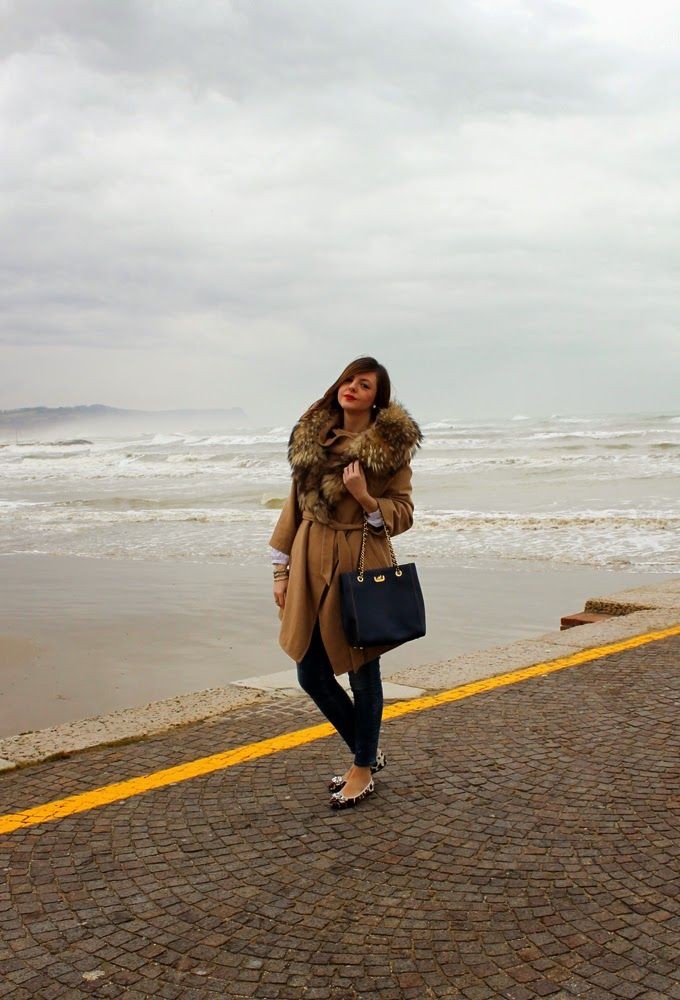 All the pics here: http://amemipiacecosi.blogspot.it/2015/02/outfit-cappotto-cammello-ballerine.html  #leopard #ballet #flats #camelcoat #coat #beigecoat #goldchainbag #bluebag #francopugi #bag #amemipiacecosiblog #francescafocarini #italianblogger #italianfashionblogger #skinnyjeans #ootd #outfit #wiw #winterlook #fur #furcoat #sea