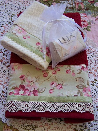 Deluxe gift towel set- lace edged towel !