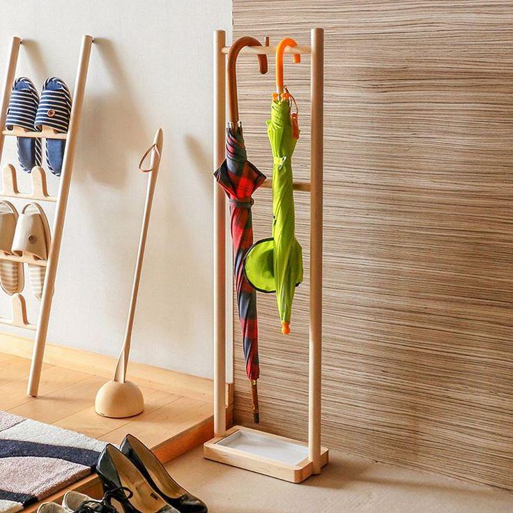 """cosine レイニーラック このレイニーラックは""""傘を掛ける""""タイプ。取り出すときに別の傘に引っ掛かったりすることもほとんどない、ストレスフリーのスタイルです。雫も受ける、折りたたみ傘も掛けられる、シンプルだけど高機能な傘立てです。 http://muku-store.com/products/detail.php?product_id=7966  #北海道 #旭川 #ブランド #MUKU #工房 #muku #muku工房 #木製 #家具 #クラフト #無垢 #レイニーラック #cosine #傘立て #傘 #雨の日 #折り畳み傘 #雨 #玄関 #収納 #スペース #北欧 #アイデア #職人 #ナラ #ウォールナット #good #insta #japan"""