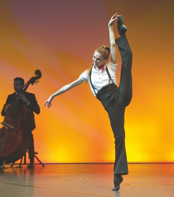 "<<Svetlana Zakharova in ""Les Lutins"" (the Elves) choreography by Johan Kobborg, Violin by Vadim Repin from ""Pas de deux for Toes and Fingers"" # Photo © Pierluigi Abbondanza>>"