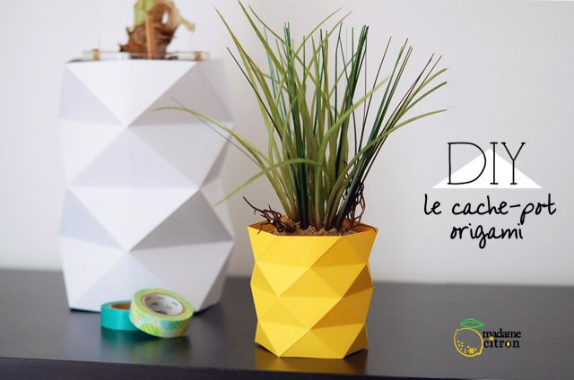Origami vase cover - in christmas colors to cover my bright yellow vases during the holidays