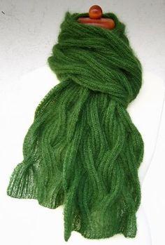 Chic in Strick: Ein grüner Hauch von Nichts