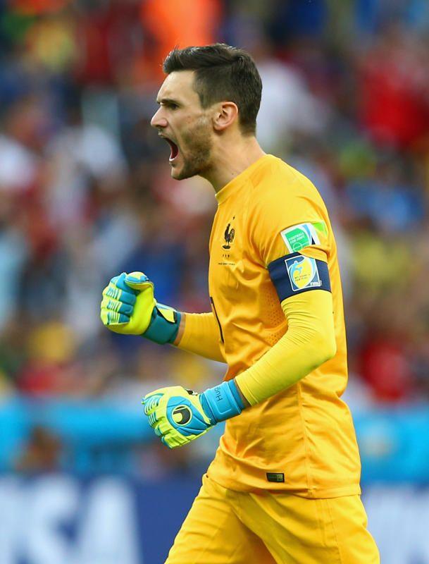 La joie de Lloris après l'ouverture du score de Benzema.