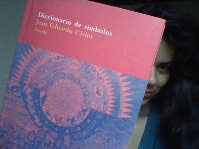 Feliz con mi nueva adquisición: Diccionario de símbolos de Juan Eduardo Cirlot. Construyendo el símbolo de la #RevolucionErotica de la mano de Cirlot y Chevalier.
