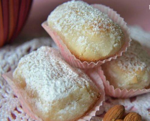 Ricetta fior di mandorla I fior di mandorla sono dei soffici, profumati e gustosi biscotti tipici della Sicilia. La vostra colazione sarà decisamente più dolce!