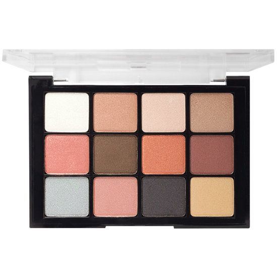 This Viseart Eyeshadow Palette contains the essential sultry matte eyeshadow shades. They are highly pigmented with a smooth and homogenous texture, making them easy to blend with no fall out and long staying power. These shadows can also be used with water to correct and be applied onto eyebrows. 0.84 oz