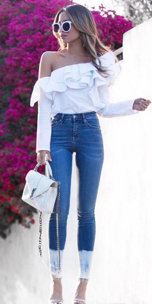 trendy outfit idea white top + bag + skinny jeans