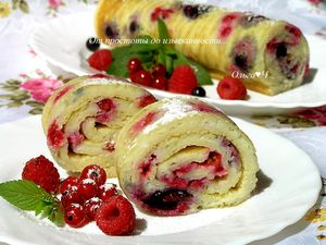 Фото к рецепту: Блинные роллы с ягодами