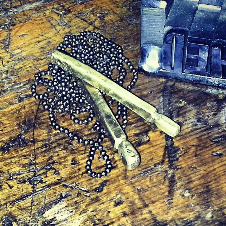 acciaio e ottone plasmati artigianalmente ! I Tesori Coloniali via Toschi 40\a Reggio Emilia Italy. steel and brass molded by hand! #itesoricoloniali #iron #rings #pendants #reggioemilia #collane #anelli #ciondoli #piastrine #stonewashed