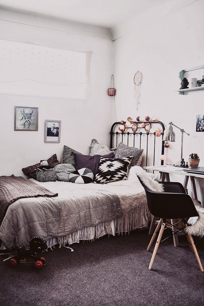 Black White And Grey In Perfect Harmony This Bedroom Parisian Flat From Elle