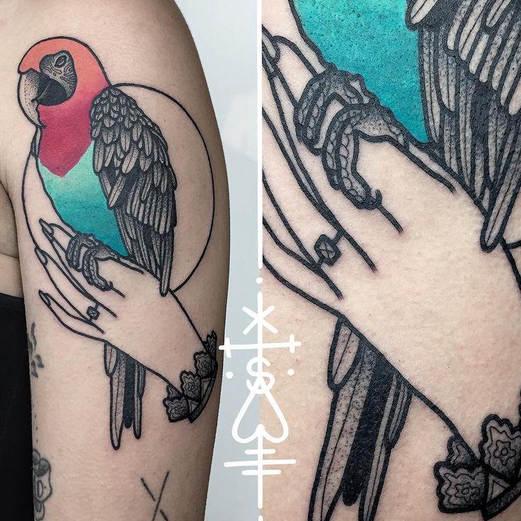 parrot for cindy, thanks! #hand #parrot #tattoo #bold #herzdame #tätowierungen…