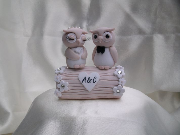 ahhhhhhhhhhhhhhhhhhhhhhhhhh! I need it!    15 Favorite Handmade Wedding Cake Toppers | OneWed