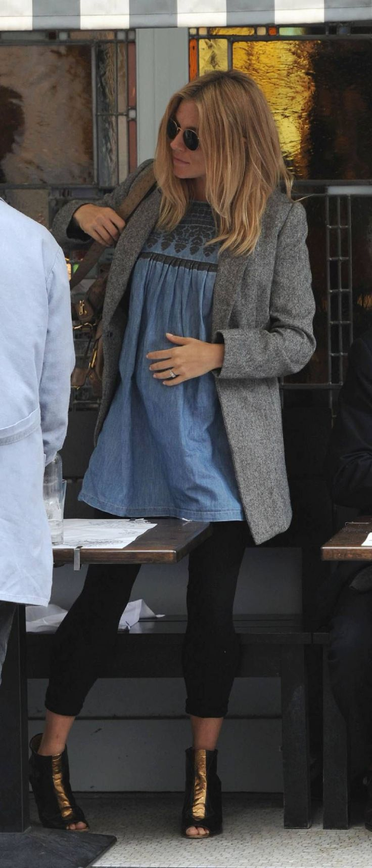 sienna miller pregnancy/maternity style