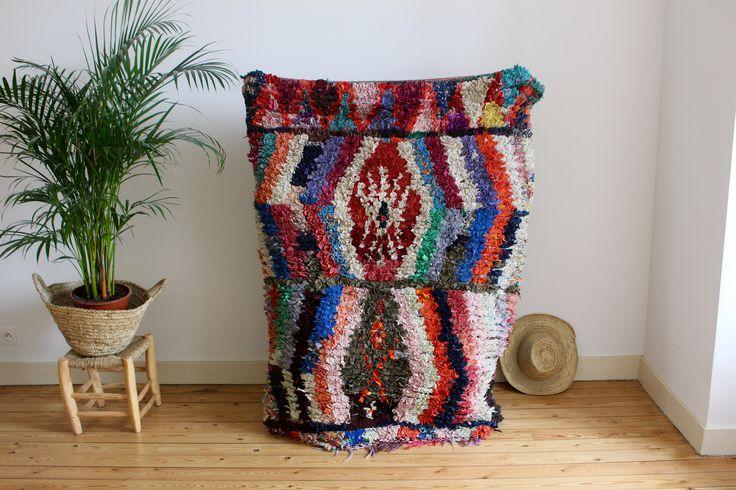 Tapis boucherouite berbere du Maroc (1m40 sur 1M06) de la boutique Parenthesenomade sur Etsy