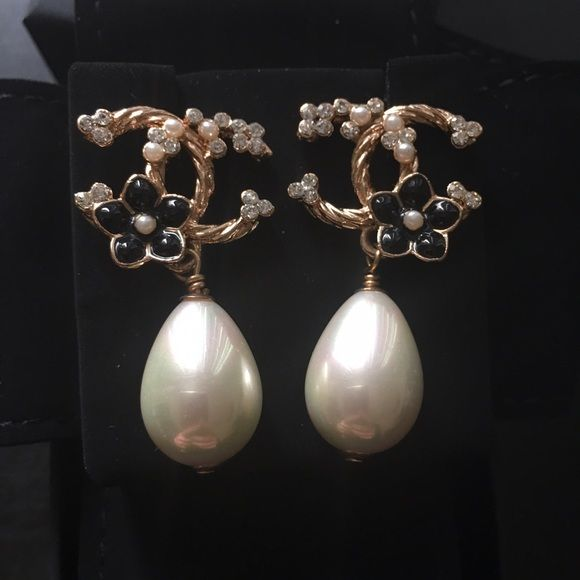 Chanel 2015 CC logo twisted Pearl Earrings Chanel 2015 CC logo crystal earrings. Comes with the original box, ribbon and bag CHANEL Jewelry Earrings