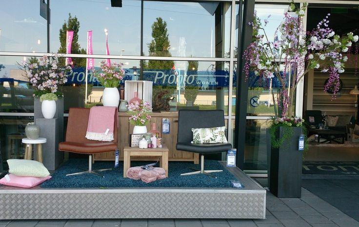 Presentatieblok Pronto Wonen: nieuwe, collectie, lente, roze, groen, zomer, bloemen, stoelen, dressoir, krukje, plaid, decoratie, inspiratie, vaas, leer, pronto, wonen.