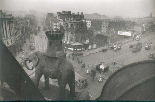 Bert Hardy. Elephant and Castle. London 1940's