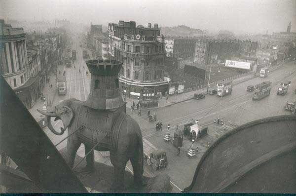 Bert Hardy. Elephant and Castle. London 1940's